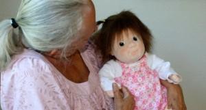 Doll-Therapy-un-aiuto-alla-persona-con-demenza-680x365